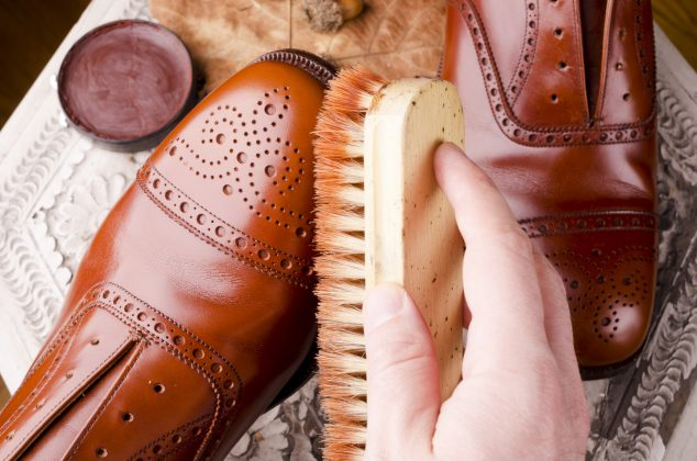 Schoenen poetsen