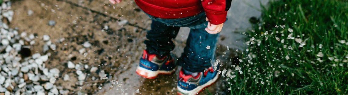 Regen? Zo bescherm je je schoenen tegen watervlekken