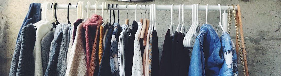 Moet je nieuwe kleren wassen voor je ze aantrekt?